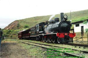 Locomotiva 327 na Estação Rufino de Almeida com o Trem da Serra