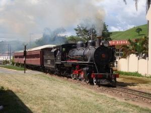 Trem logo após partir da estação de Passa Quatro