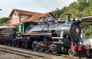 Locomotiva 1424 em operação no Trem das Águas