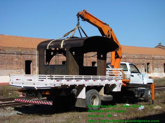 Cabine sendo colocada no caminhão para Transporte