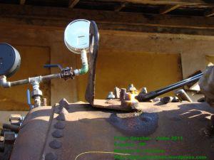 Manômetros montados provisoriamente para monitoração da pressão