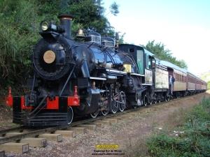 """Trem """"escondido"""" para chegada na estação"""