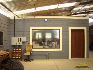 Depósito de ferramentas, que conta também com refeitório, banheiros e área para acervo técnico