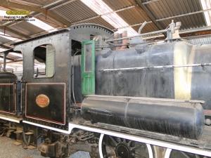 Aspecto da locomotiva antes da remoção do revestimento