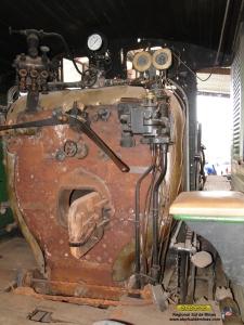 Aspecto da cabine, observe que o revestimento da caldeira já foi removido.