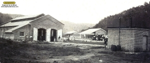 Depósito de Passa Quatro (a esquerda) no seu aspecto original