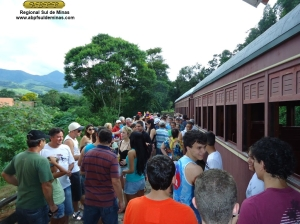 Foliões na estação Manacá