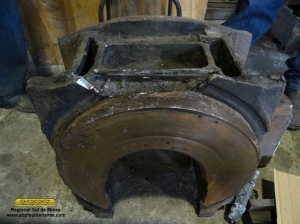 Exemplo de caixa danificada, observe na parte superior que parte da lateral esta quebrada, inutilizando o reservatório de óleo