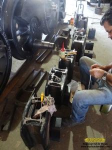 Mecânico preparando os enchimentos