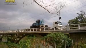 Atravessando a ponte sobre o Rio Paraíba