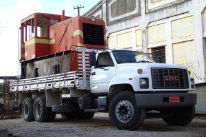 A locomotiva quando chegou nas oficinas de Cruzeiro