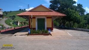 Aspecto da fachada da estação; novo telhado, novo revestimento das paredes e nova pintura