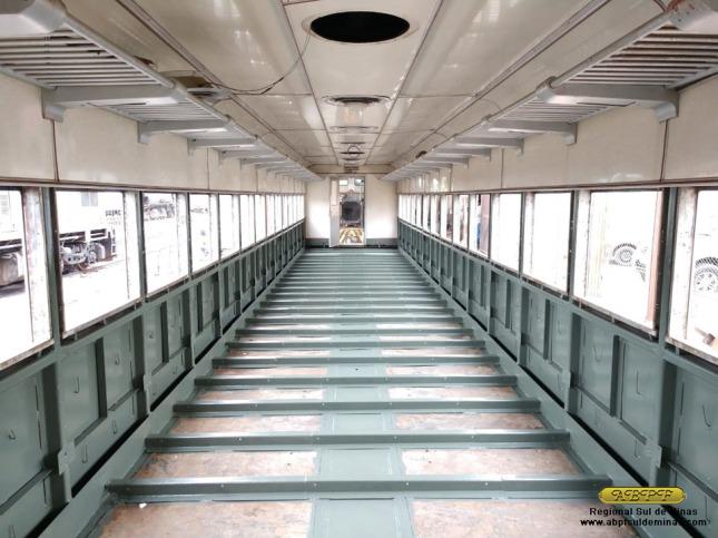 Interior do carro PC-6390 após aplicação de nova pintura.