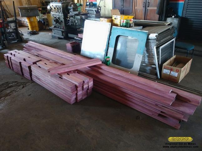 Novas peças de madeira para estrutura interna do carro confeccionadas na marcenaria de São Lourenço.