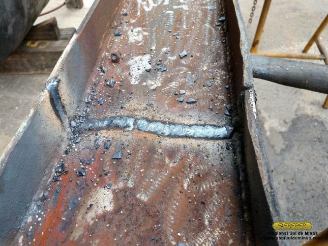 Solda feita na estrutura de um dos foles, que estava quebrada