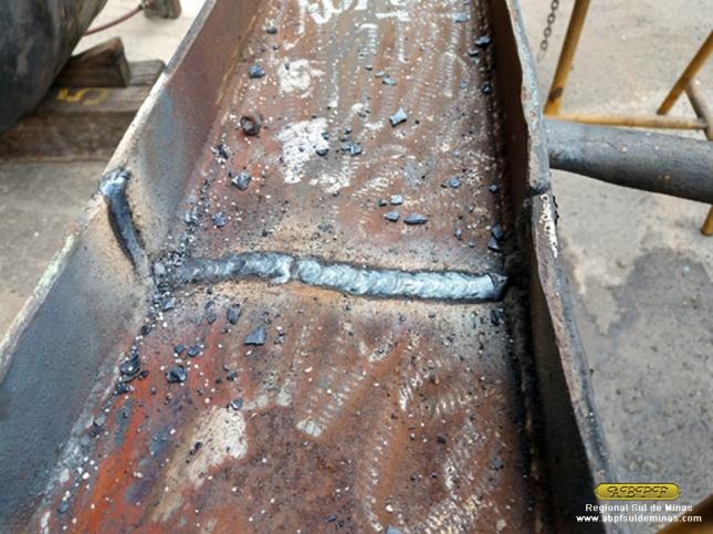 Solda feita na estrutura de um dos foles, que estava quebrada.