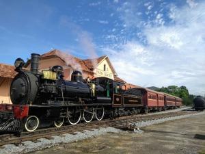 Trem pronto para partir da estação de Passa Quatro